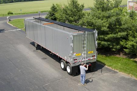 Aero ratchet style side roll system for walking floor trailers and transfer trailers up to 53' long with operator retracting the tarp.