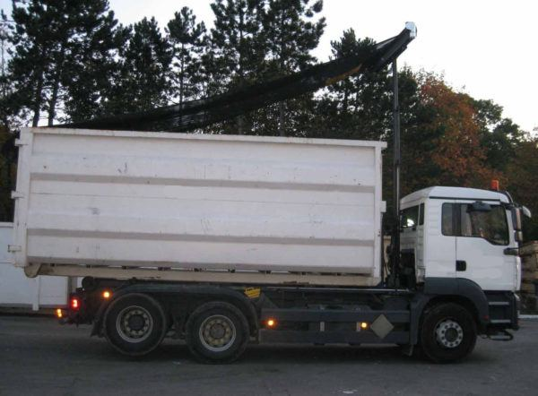 Donovan HY-Tower single leg armless tarping system on a tandem axle roll off truck.