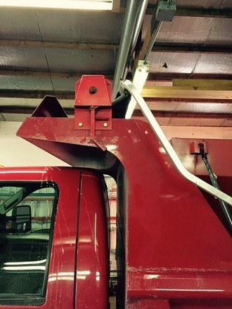 Aero Economy Easy Cover model 25 with cab-level hand crank installed on a red dump truck